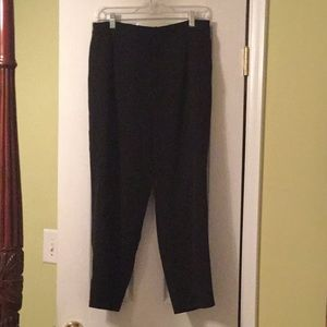 Black pleated cropped trousers